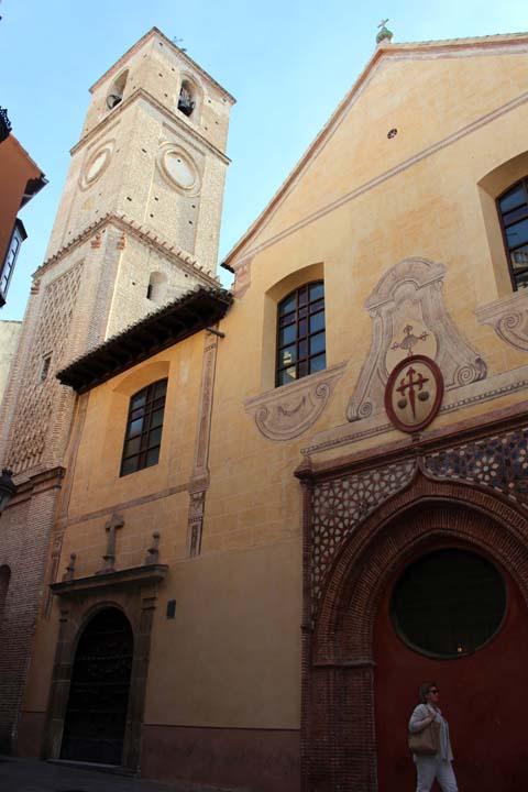 Picasso fue bautizado en la Iglesia de Santiago con - ¡atención!- el nombre de Pablo, Diego, José, Francisco de Paula, Nepomuceno, Crispiniano de la Santísima Trinidad.